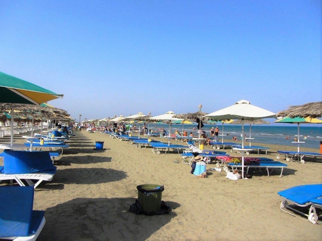 larnaka-beach