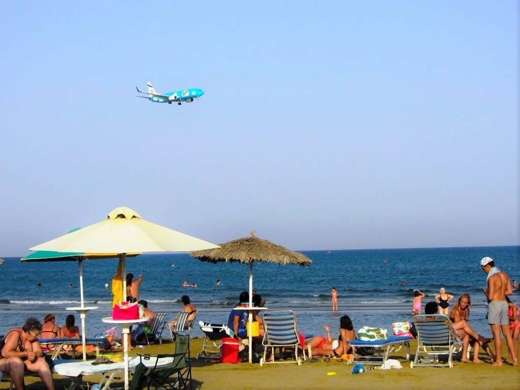 plane-on-the-beach
