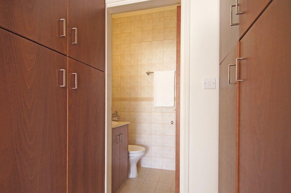 en-suite-toilet-shower-room