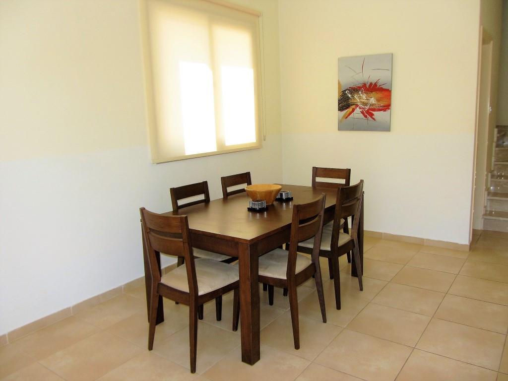 villa sunny day dining