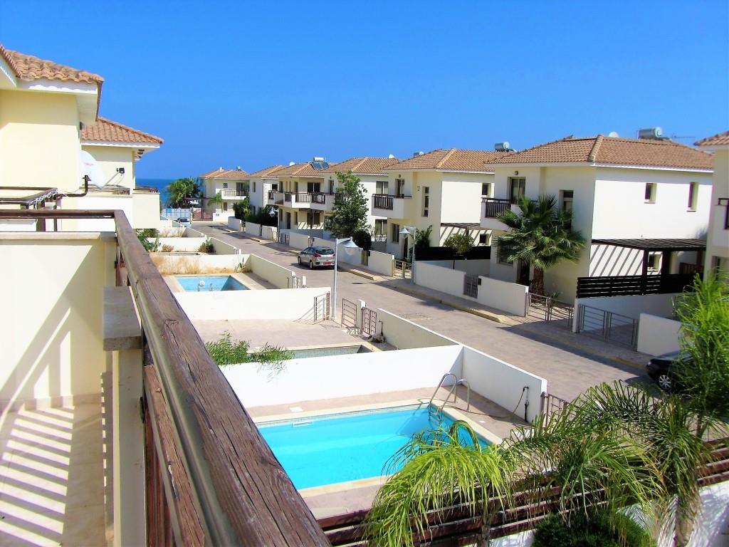 villa sunny day view