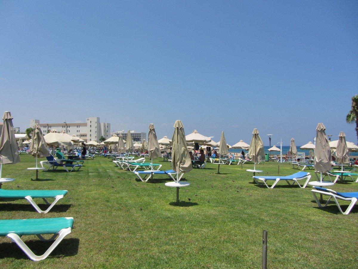 pernera beach protaras