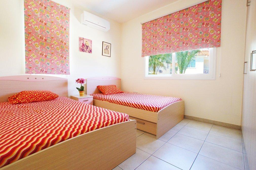 Twin bedroom pernera