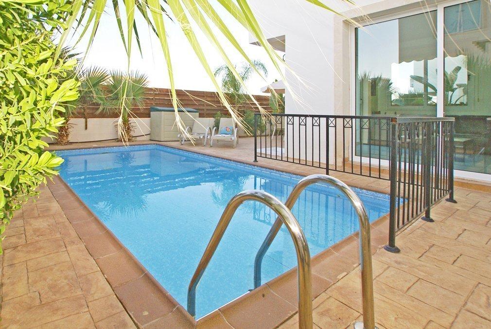 Villa Protaras Pool