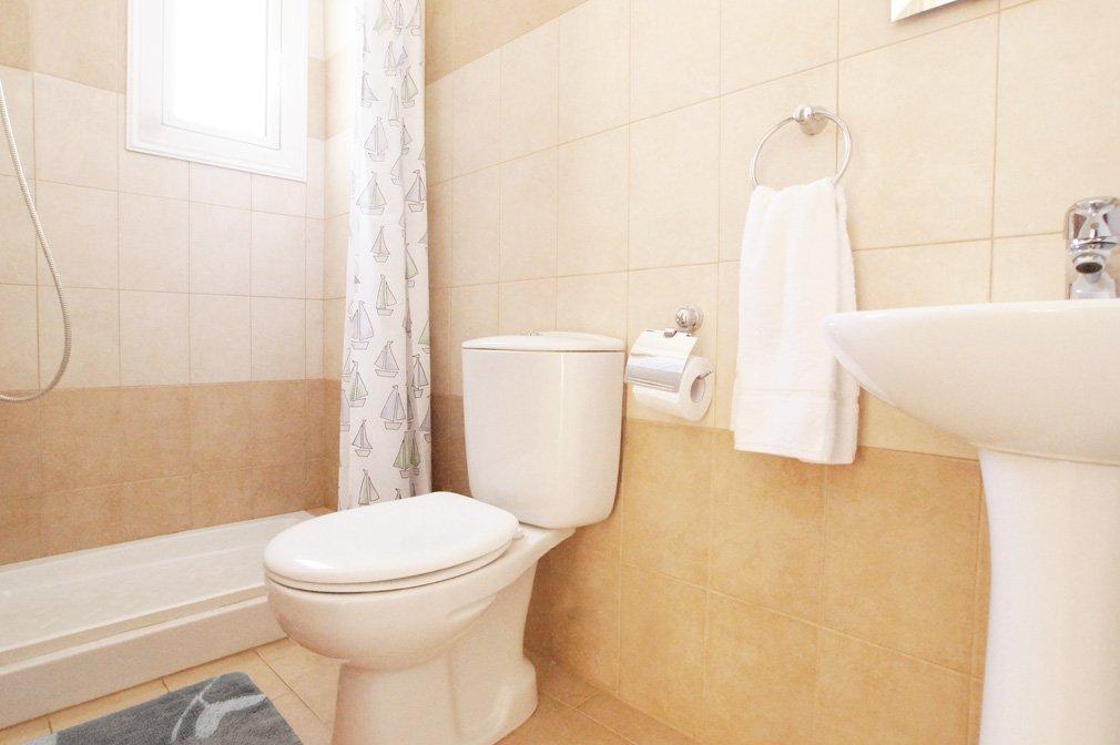 Villa Blue spice Bathroom 1