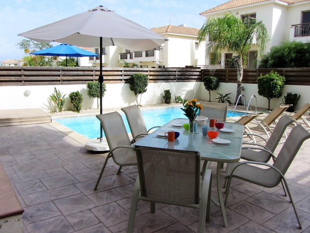 Villa Pernera pool