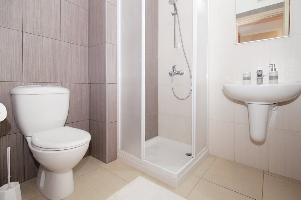 protaras 2 bed bathroom