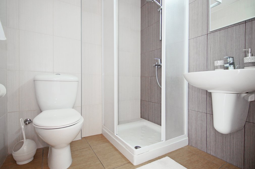 shower room protaras 2 bed
